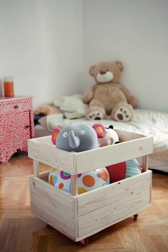Caixotes de feira no quarto das crianças 005