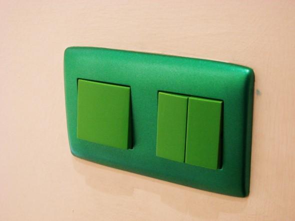 Espelhos de interruptor e tomada criativos 008