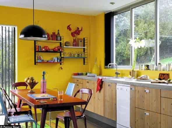 Utensílios de cozinha nas paredes 002