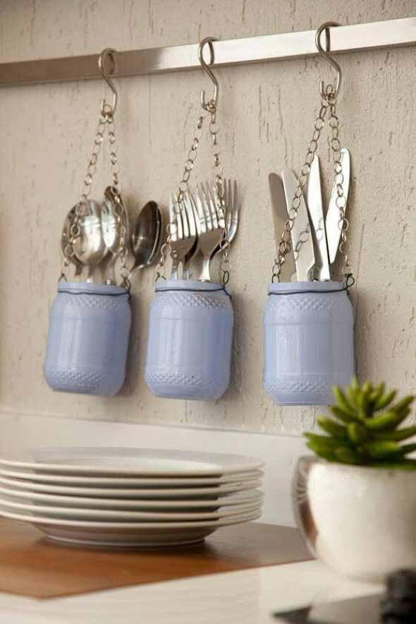 Utensílios de cozinha nas paredes 009