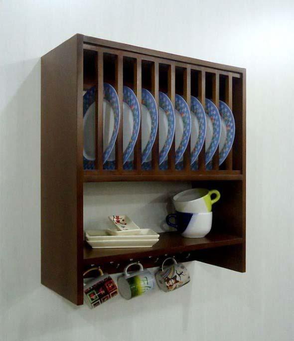 Utensílios de cozinha nas paredes 010