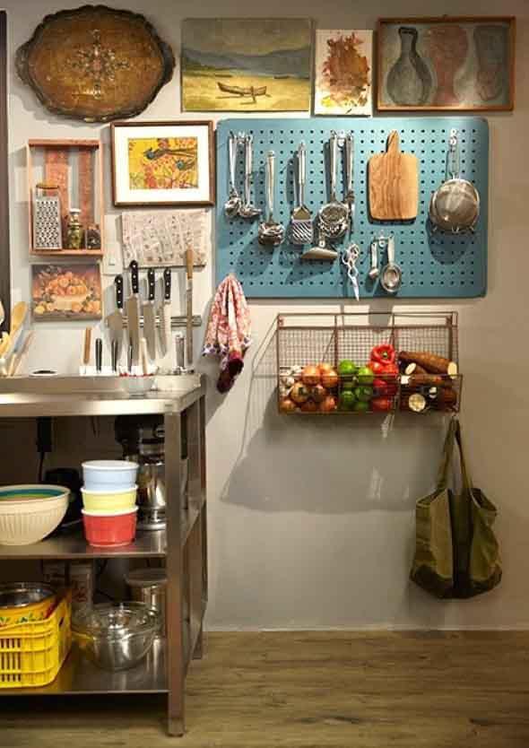 Utensílios de cozinha nas paredes 012