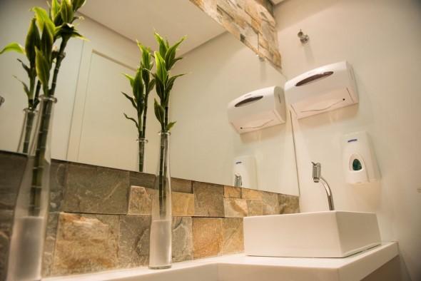 Revestimento de pedras para o banheiro 004
