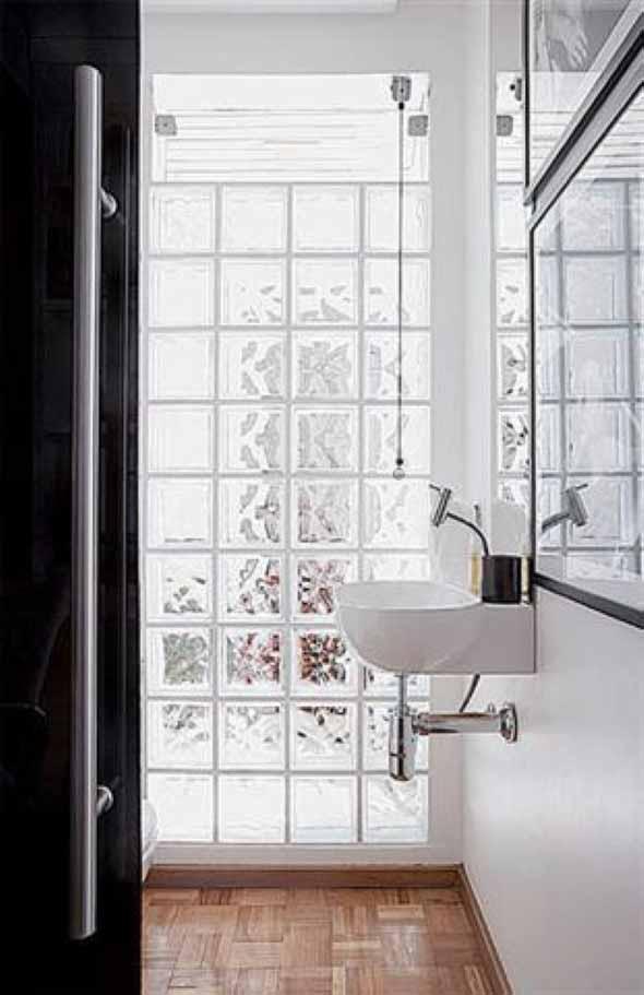 Tijolos de vidro na decoração do banheiro 009