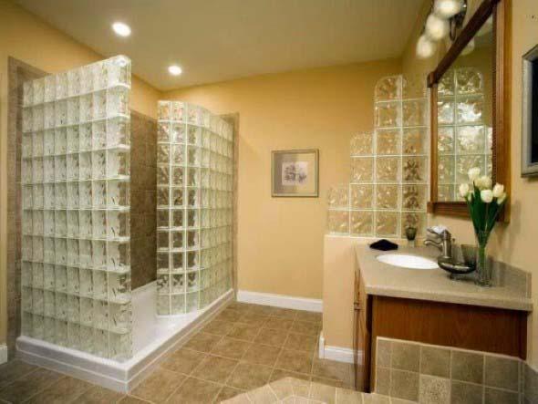 Tijolos de vidro na decoração do banheiro 017