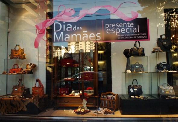 Decorar vitrine de loja Dia das Mães 002
