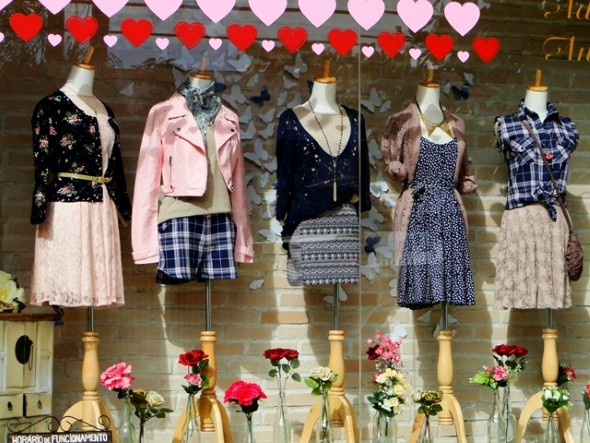 Decorar vitrine de loja Dia das Mães 006