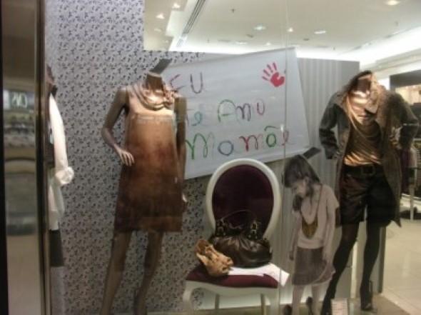 Decorar vitrine de loja Dia das Mães 012