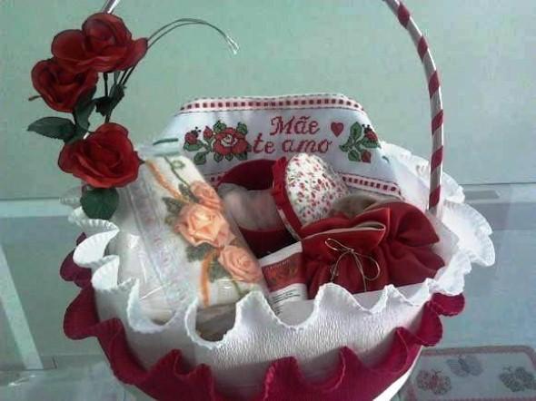 Montar e decorar cesta para o Dia das Mães 007