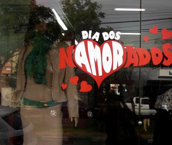 16 dicas de decoraç u00e3o vitrine de lojas para o Dia dos Namorados -> Decoração De Montras Em Ingles