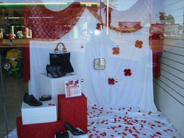 Decoração vitrine Dia dos Namorados 011