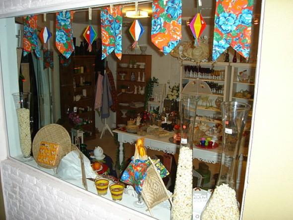 Decorar vitrine de lojas Festa Junina 006