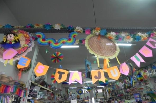 Decorar vitrine de lojas Festa Junina 012