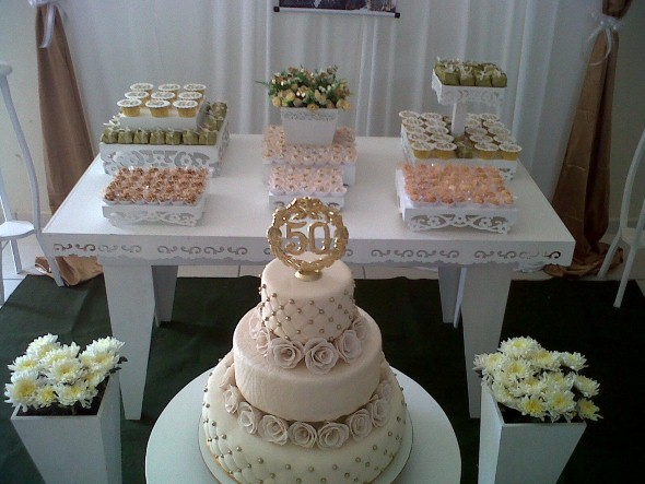 Decoração para festa de bodas de ouro 003