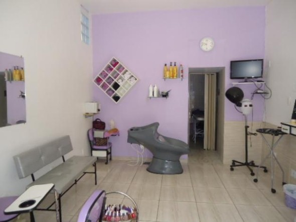 Decoração simples para salão de beleza 003