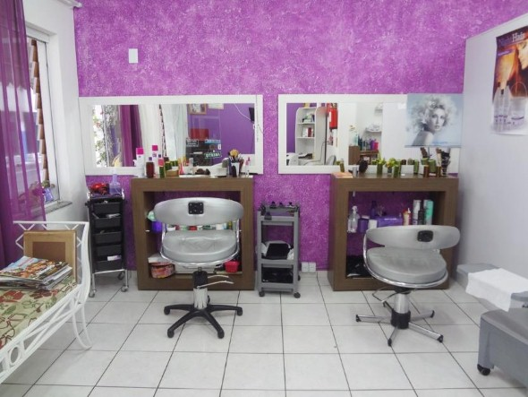 Decoração simples para salão de beleza 015