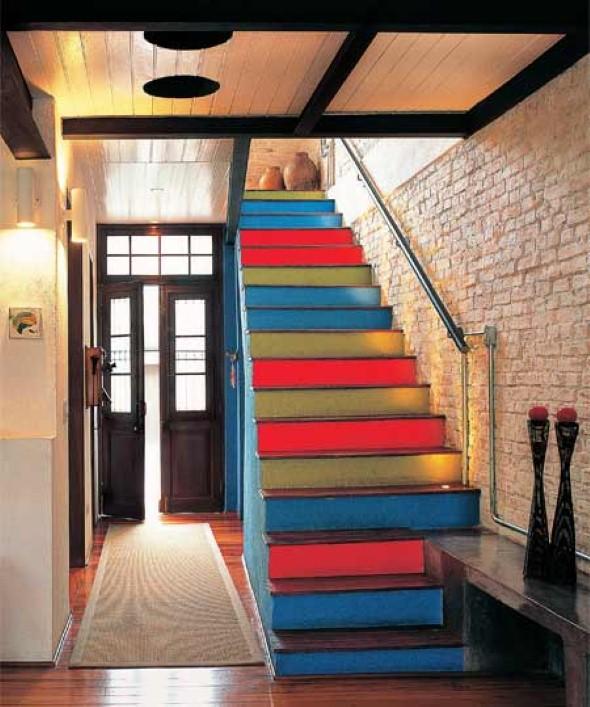 Decorar escadas com degraus pintados 001