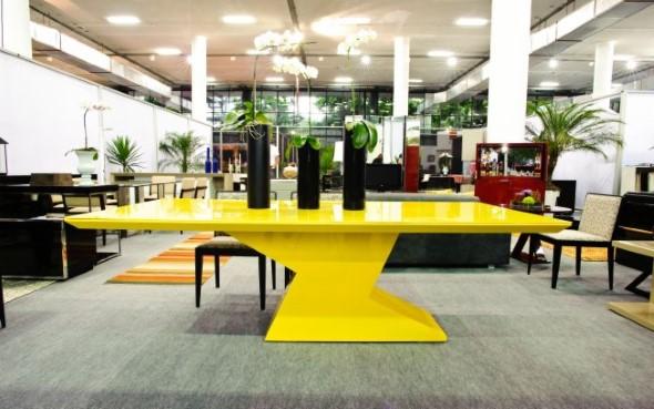 Usar mesas amarelas na decoração 002