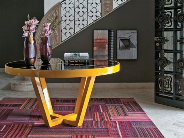 Usar mesas amarelas na decoração 006