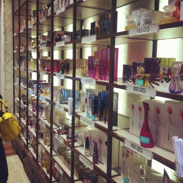 Decorar loja de perfume 010