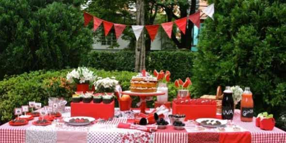 Decorar mesa de aniversário simples 008