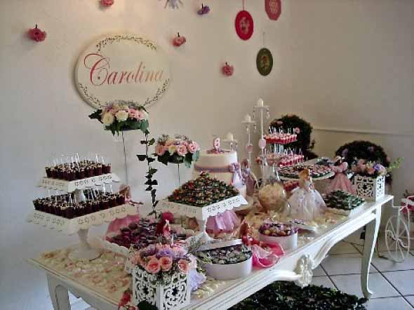 18 idéias para decorar mesa de aniversário simples -> Como Decorar Mesa De Aniversario Com Flores