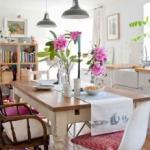 mesa de jantar com modelos de cadeiras diferentes