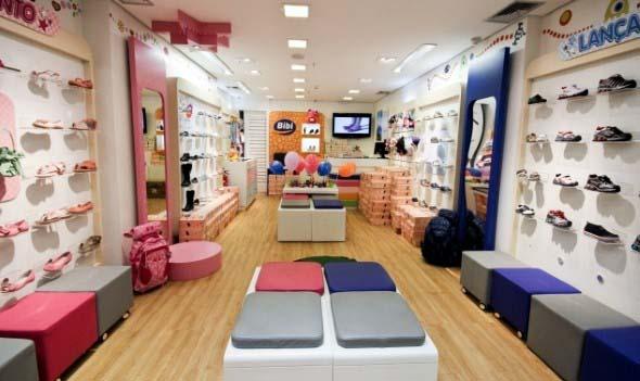 Como decorar loja de calçado 011