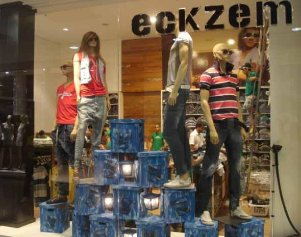 Decorar vitrine de loja de roupa masculina 005