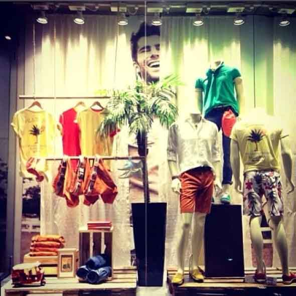 Decorar vitrine de loja de roupa masculina 015
