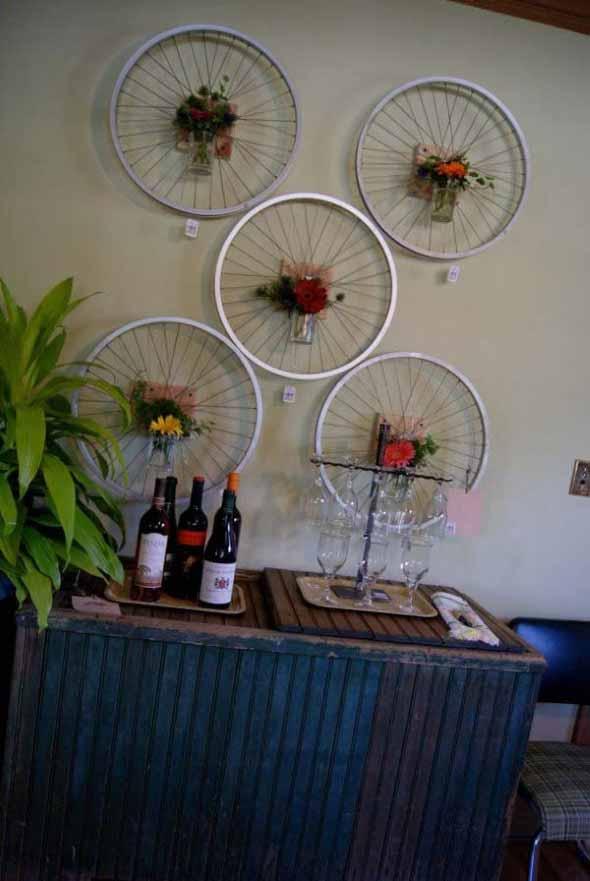 Criatividade com rodas antigas na decoração 001