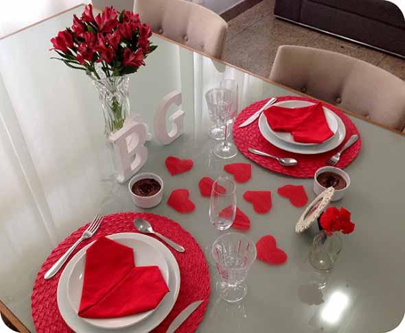 Decorando uma mesa de jantar romântica 007