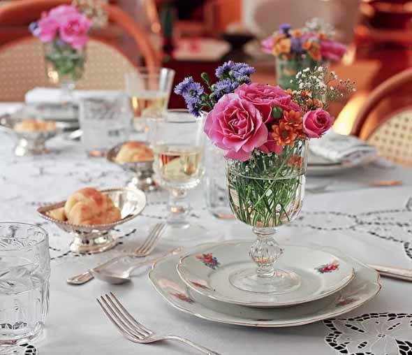 Velas e taças para decorar mesa de jantar 004
