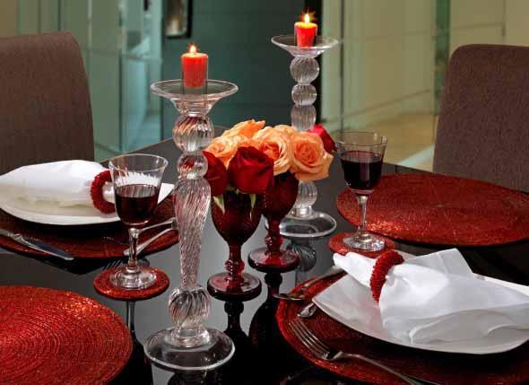Velas e taças para decorar mesa de jantar 007
