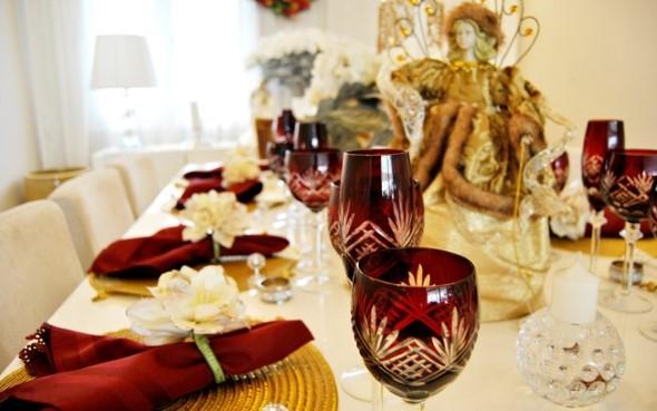 Velas e taças para decorar mesa de jantar 008