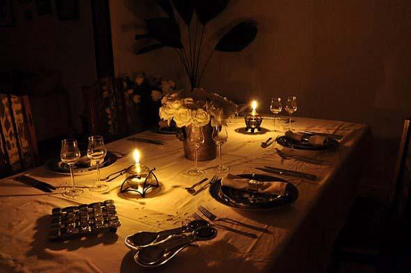 Velas e taças para decorar mesa de jantar 010