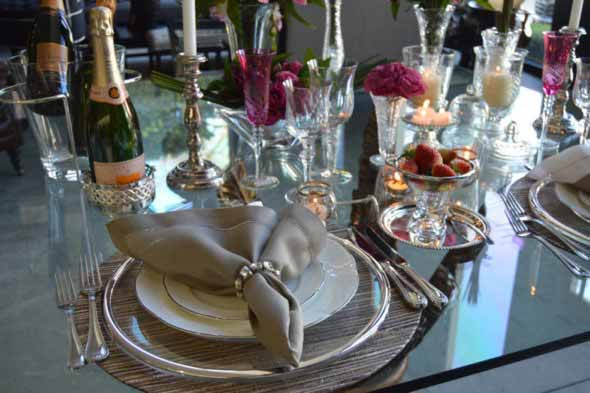 Velas e taças para decorar mesa de jantar 011