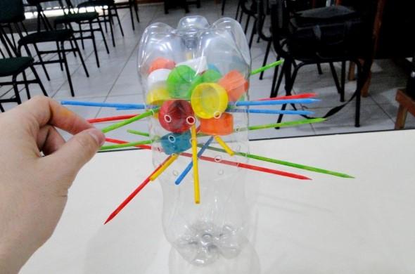 Brinquedos de material reciclado para o Dia das Crianças 008