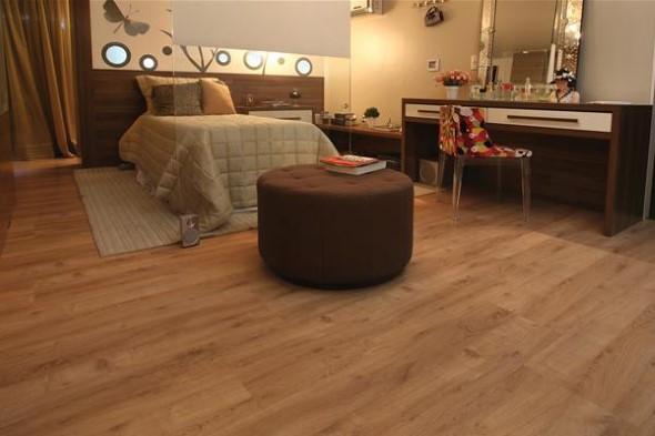 Quarto com piso de madeira 015