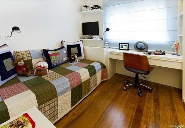 Quarto com piso de madeira 017
