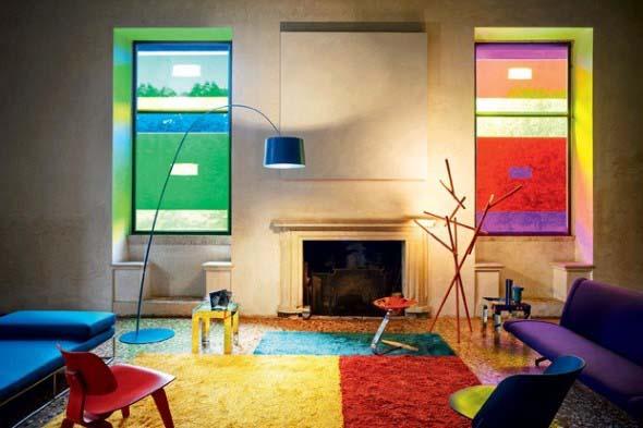 Sala com decoração multicolorida 001