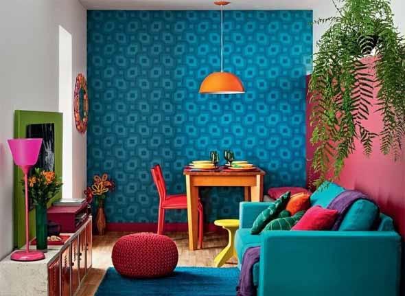 Sala com decoração multicolorida 002