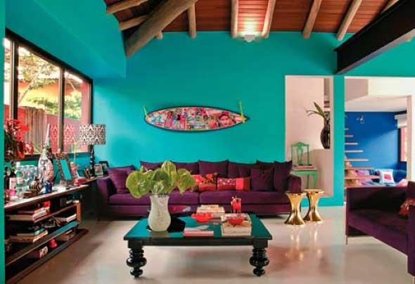 Sala com decoração multicolorida 004