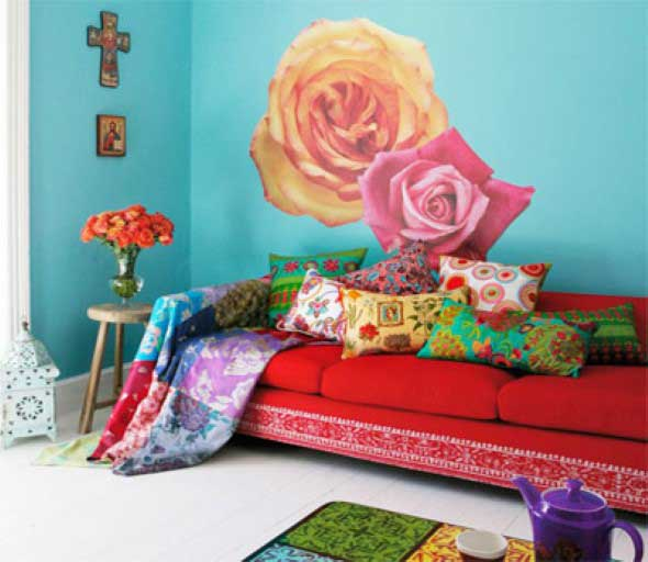 Sala com decoração multicolorida 014