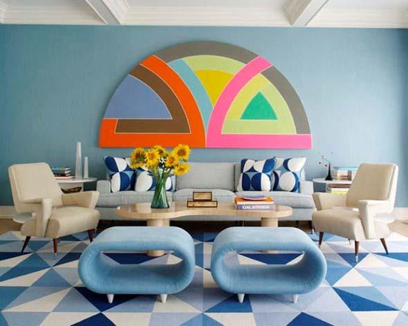 Sala com decoração multicolorida 017