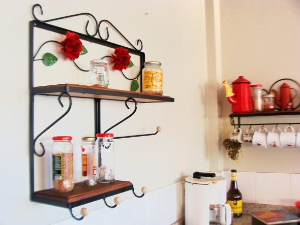 Cozinha com porta temperos 002