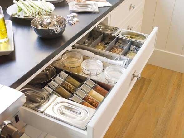 Cozinha com porta temperos 018