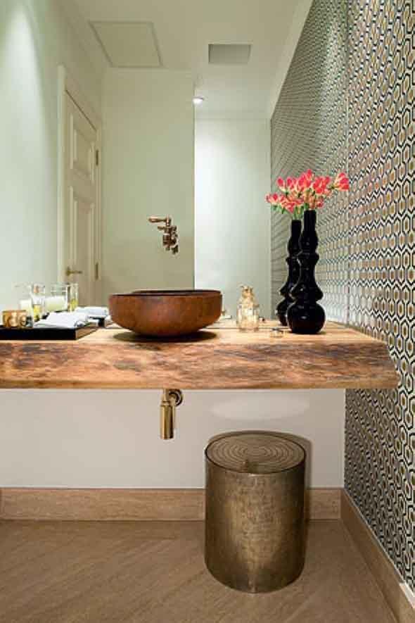 Madeira rústica na decoração do banheiro 005