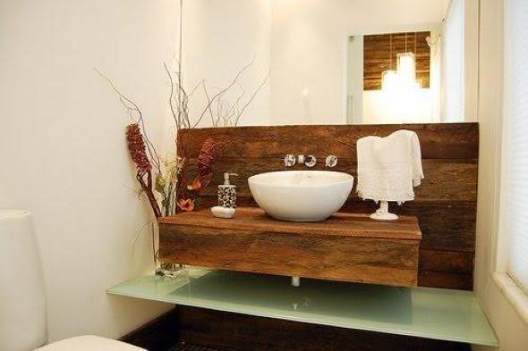 Madeira rústica na decoração do banheiro 010