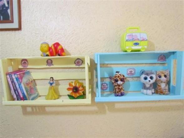 Caixotes de feira no quarto das crianças 003
